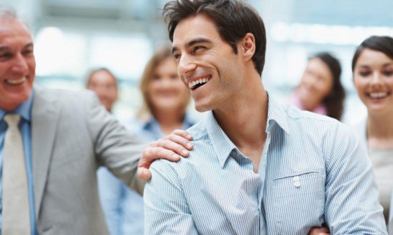 چگونه شادی را به محیط کار بیاوریم؟